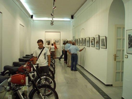 El Centro Cultural Plaza Vieja acoge durante estos días una exposición de motos clásicas, Foto 1