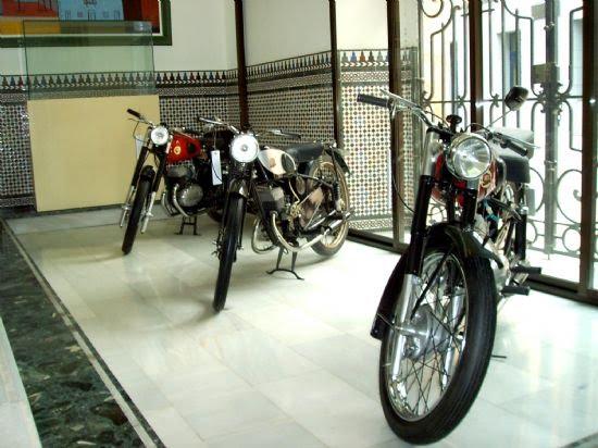 El Centro Cultural Plaza Vieja acoge durante estos días una exposición de motos clásicas, Foto 2