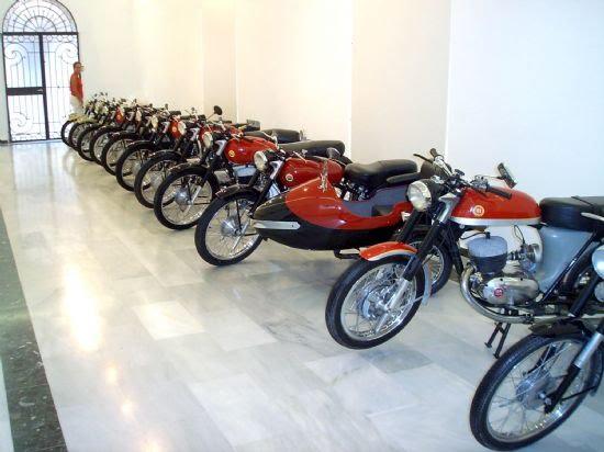 El Centro Cultural Plaza Vieja acoge durante estos días una exposición de motos clásicas, Foto 4