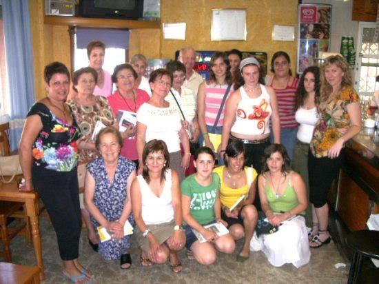 Los voluntarios sociales del Ayuntamiento celebran una comida de convivencia, Foto 1