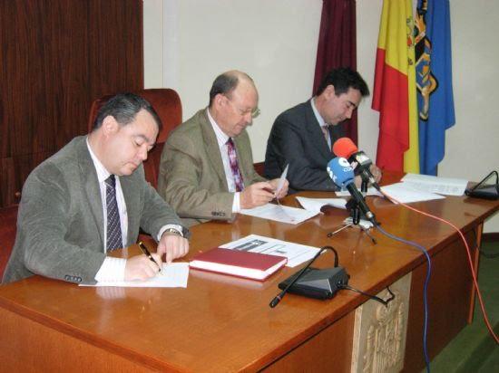 El Ayuntamiento firma un convenio con el aval UNDEMUR a fin de favorecer a los empresarios del municipio , Foto 1