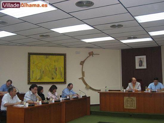 Primer pleno extraordinario del Ayuntamiento de Alhama donde se acordaron las retribuciones de los miembros de la corporación municipal., Foto 1