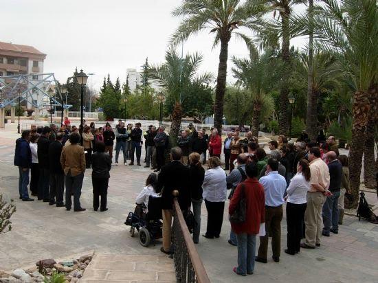Concentración en la puerta del Consistorio en repulsa por el asesinato terrorista de Isaías Carrasco, Foto 3
