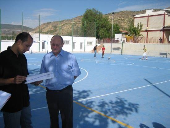 Todos los colegios de la localidad ya cuentan con una pista polideportiva apta para las necesidades actuales de los alumnos -  Además, a falta de la financiación para el Ginés Díaz, también todos los centros contarán con salas de usos múltiples, Foto 1
