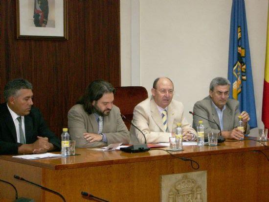 El vicerrector de Extensión Universitaria de la Universidad del Murcia y el alcalde inauguran los cursos que la Universidad del Mar imparte en Alhama , Foto 1