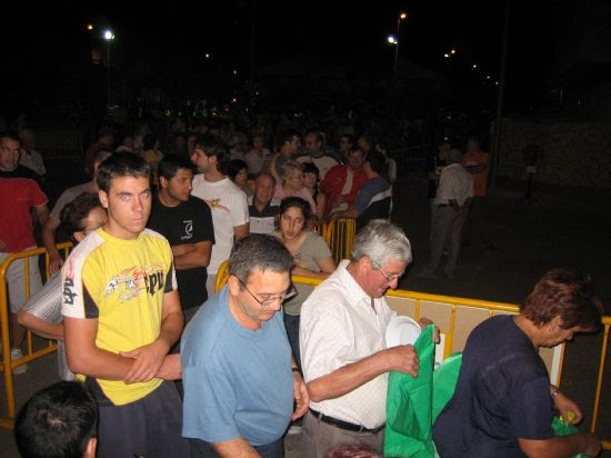 Casi mil quinientas sartenes participaron en el concurso de migas 2006, Foto 1