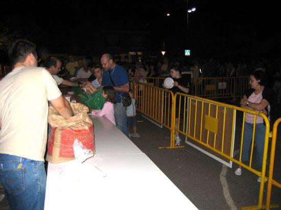 Casi mil quinientas sartenes participaron en el concurso de migas 2006, Foto 2