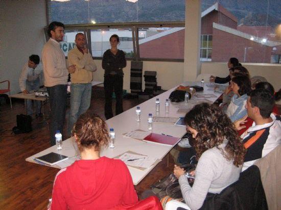 El Centro de Profesores y Recursos de Lorca elige la Piscina Cubierta como lugar para impartir un curso a profesionales sobre actividades acuáticas adaptadas para niños con necesidades especiales, Foto 1