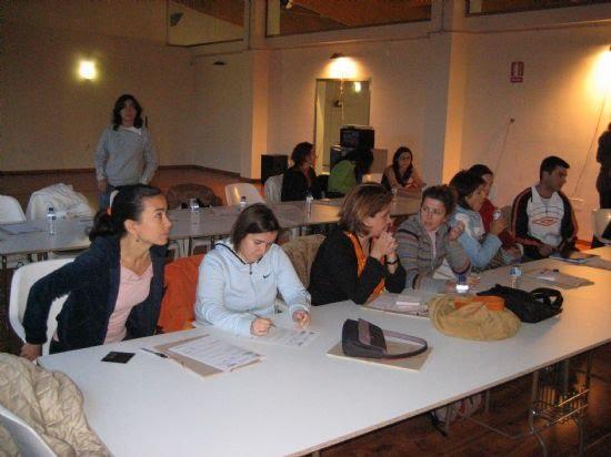 El Centro de Profesores y Recursos de Lorca elige la Piscina Cubierta como lugar para impartir un curso a profesionales sobre actividades acuáticas adaptadas para niños con necesidades especiales, Foto 2