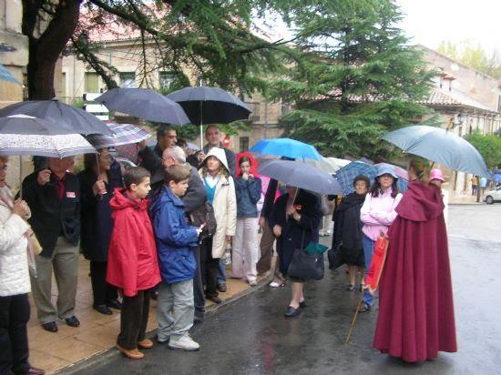 """Gracias a la Concejalía de Mayores, cerca de sesenta vecinos disfrutaron de un """"viaje medieval"""" , Foto 2"""