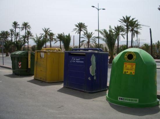 Obras y Servicios y Medio Ambiente colocan nuevos contenedores de vidrio, Foto 1