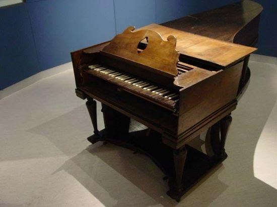 Piano del fabricante de instrumentos musicales y músico Tadeo Tornel, Foto 1