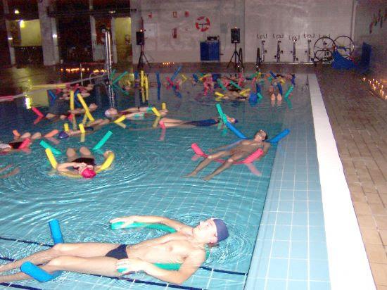 Gran éxito de participación en la clase de relajación en la Piscina Cubierta organizada por la Concejalía de Deportes, Foto 2