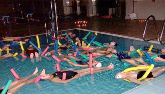 Gran éxito de participación en la clase de relajación en la Piscina Cubierta organizada por la Concejalía de Deportes, Foto 3