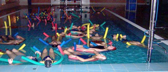 Gran éxito de participación en la clase de relajación en la Piscina Cubierta organizada por la Concejalía de Deportes, Foto 4
