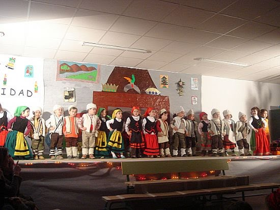Alumnos y profesores del colegio Ricardo y Codorniu celebran la Navidad , Foto 1