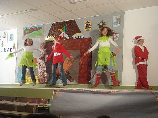 Alumnos y profesores del colegio Ricardo y Codorniu celebran la Navidad , Foto 4