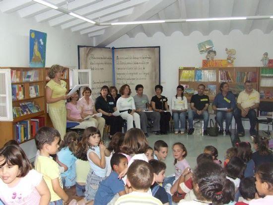 Los profesores del Príncipe de España despiden el programa de cuenta cuentos de la Biblioteca Infantil , Foto 1
