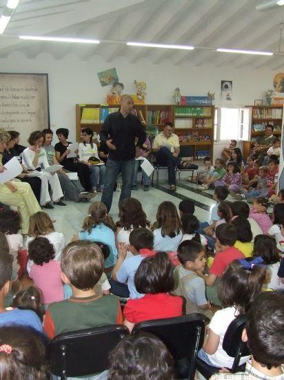 Los profesores del Príncipe de España despiden el programa de cuenta cuentos de la Biblioteca Infantil , Foto 2